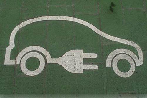 数据显示,根据机动车整车出厂合格证统计, 8月,我国新能源汽车生产2.